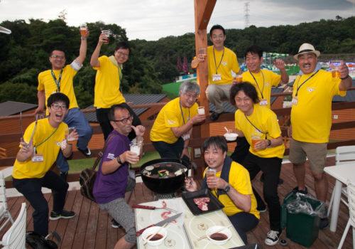 BBQを楽しむ各チーム!親睦が深まります。
