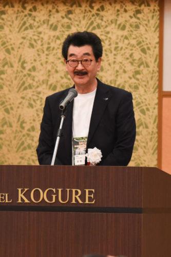 歓迎の辞を述べる 冨野憲治 大会実行委員長