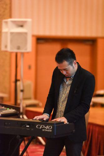 作曲家・ピアノパフォーマーのhajime氏による即興演奏