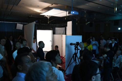 大会2日目に開催されたワークショップ「暗闇の中で視る光の力」